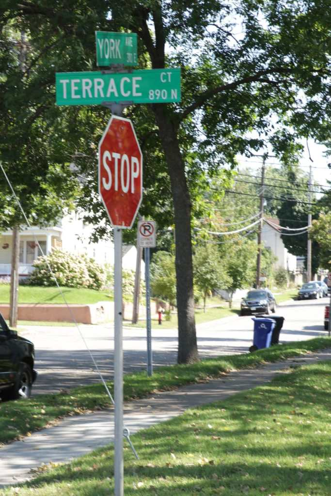 Terrace Court is a block-long north-south street that ends in a cul-de-sac below Cayuga Street and the north bound on and off ramps for 35E.